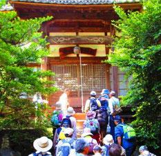 地元の関口善夫様の案内で、御霊神社の拝殿に