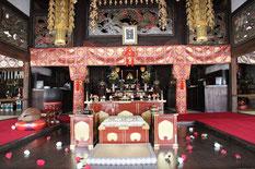 正福寺本堂:浄土の世界を表す彫刻群。