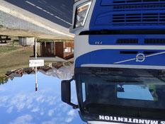 Camion plateau pour livraison de matériels de location