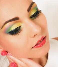 kosmetikstudio-nagelstudio-by-maica-frau-schönheit-nageldesign-kosmetikbehandlung-Deluxebehandlung