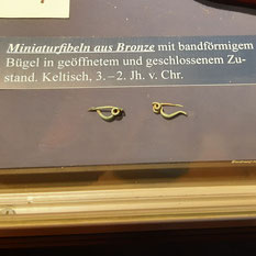 Miniaturfibeln im Archäo Norico