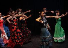 Auftritt von Flamencotanz-Schülerinnen beim Sommerfest 2011 im Tanzstudio La Fragua in Bonn/Color-Foto by Boris de Bonn