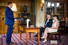 Zeremonie zum Ehejubiläum, Hochzeitsjubiläum, Trauung zur Silberhochzeit, Goldene Hochzeit, 10-jähriges-Jubiläum. Erneuerung Eheversprechen, erneutes Jawort