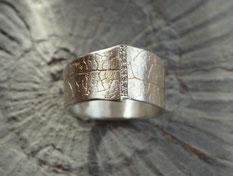 Brillantring aus Silber mit vergoldeten Strukturen acht kleine Brillanten