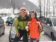 Kindertrainerin Theresa Schwaiger mit Livia Peer