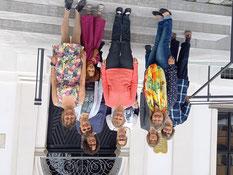 Das Vorbereitungsteam 2017 (ohne Sabine, weil sie fotografiert hat) mit Landesreferentin Heidi Geiger und Schülerinnen, die im Gottesdienst mitwirkten