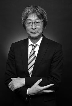 "<img src=""man.jpg"" alt=""菊池省三氏""/>"