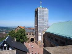 Hauptburg der Wartburg mit Bergfried und Palas (rechts)