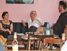 Kerstin Homrighausen (Mitte) im Gespräch mit Ulf Jacob