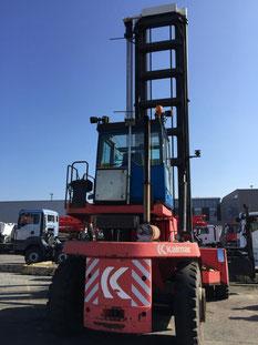 chariot pour conteneurs Kalmar DCE90-45E7 dans le port