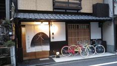 工芸のお店・ゲストハウスも『鉾参道』に