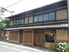 手入れされた木部が美しい京都の町屋
