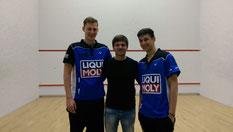 Die Bundesligaspieler Hendrik Remer mit Coach Kai Rixen und Sandro Ehlers