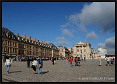 Eingang zum Schloss Versailles im Sommer