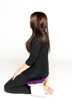 "significa ""meditar sentado"" (Za=sentarse, Zen=meditación)."