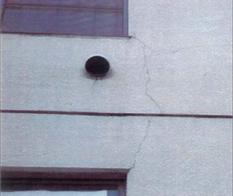 壁面クラックの一例