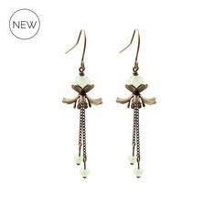 Mila ° The Gentle Danseuse ° Blütenförmige Ohrringe. Zarte handgefertigte Blüten Ohrringe mit schillernden Schliffperlen in  ° Patina Green ° Designed and Manufactured by Elfgard®