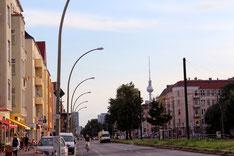 Greifswalder Strasse Berlin mit Blick zum Fernsehturm. Foto: Helga Karl