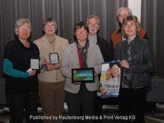 Mitglieder des Fördervereins und die Leitung der Stadtbücherei Jülich Birgit Kasberg