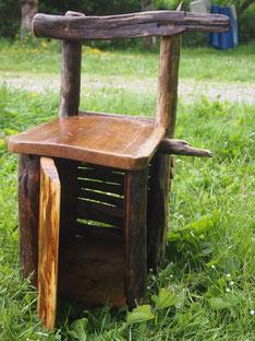 chaise coffre en bois pour y ranger tous ses secrets