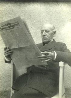 Ignaz Bing mit der Morgenzeitung