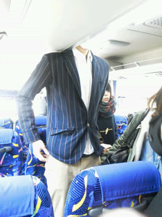8頭身はバスの中でこうなる