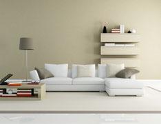 Stonowana stylizacja salonu idealna do mieszkania, spokojne kolory i nowoczesne meble spodobają się klientom kupującym mieszkanie.