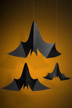Hangdecoratie swirls hangende vleermuizen € 3,50