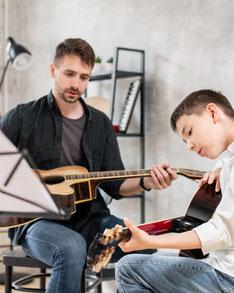 Gitarrenunterricht bei der Musikschule Musikplanet in Lüneburg