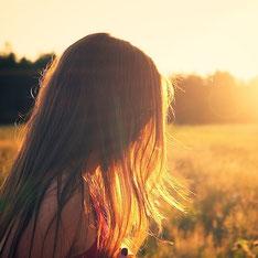 Sonnenuntergänge genießen, Licht tanken und das innere Kind nähren - Mehr dazu im SOULGARDEN Blog für August