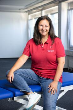Bettina Pollok-Klein ist Masseurin und medizinische Bademeisterin und kümmert sich bei uns als Lehrerin um die Ausbildung der Schülerinnen und Schüler