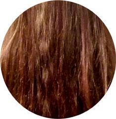 Detail lange rote Haare vor dem Glätten mit Efalock Bürste zum Glätten