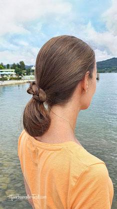Nackenknoten mit geflochtenem Zopf
