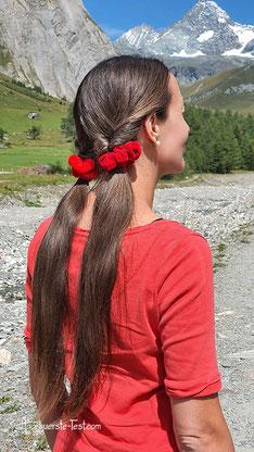 Pferdeschwanz mit Haaren umwickelt