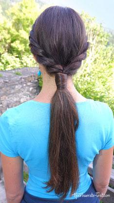 Zopffrisur mit Haarkordeln