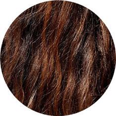lange braune Haare vor dem Glätten mit der Babyliss Bürste zum Glätten