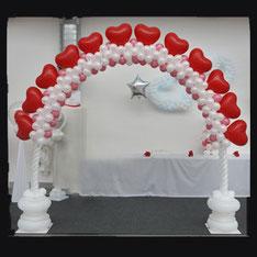 Luftballon Ballon Bogen Dekoration Hochzeit Wedding Herzen Eingang Kirche Location