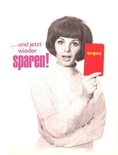 Junge Frau mit Sparkassenbuch. ... und jetzt wieder sparen! Sparkassenbuch. Plakat 1967.