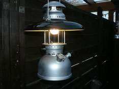 Schweitzer Modell im Leuchtbetrieb