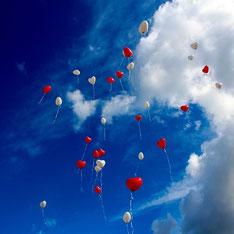 lâcher de ballon pour fête à Lezay par e-cime.fr