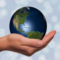 tenir le monde dans ses mains pour la communication internet avec e-cime.fr