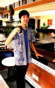 長男・勇輝さんはシンガポールの学校を卒業。家族は離れて暮らしているけれど心は一つ。
