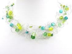 Halskette mit bunten Perlen