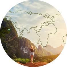 Das Bild zeigt ein Gelände und eine Weltkarte als Symbol dafür, dass du der Profi für deine Welt bist. Die Arbeit ist ein aktiver, gemeinsamer Prozess. Die Lösungsorientierung ist zentral.