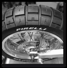 Reifenwechsel, Reifen Wechsel, Reifen mit Schlauch, Pirelli, Metzeler, Michelin, Conti, Continental, Bridgeston