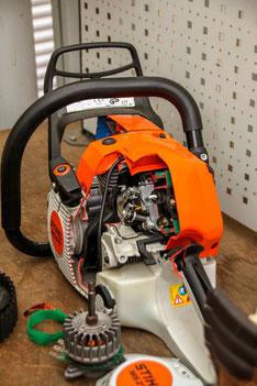 Moderne STIHL-Einmann-Motorsäge (zu Demonstrationszwecken aufgeschnitten)
