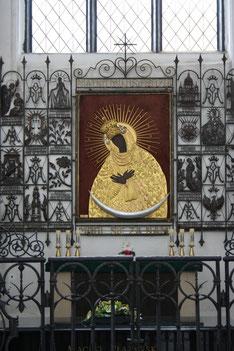聖母像の祭壇