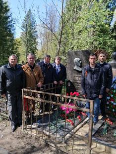 На могиле Н.И. Гапича. 9 мая 2021 г. / At the grave of N.I. Gapich. May 9, 2021 g.