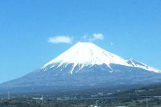 東海道新幹線のぞみ号 新富士駅付近にて。iPhone5Sで撮影