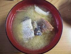 カサゴの中落ちの味噌汁の写真